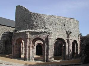 Temple de Lanleff : Vue de l'édifice depuis le nord ouest